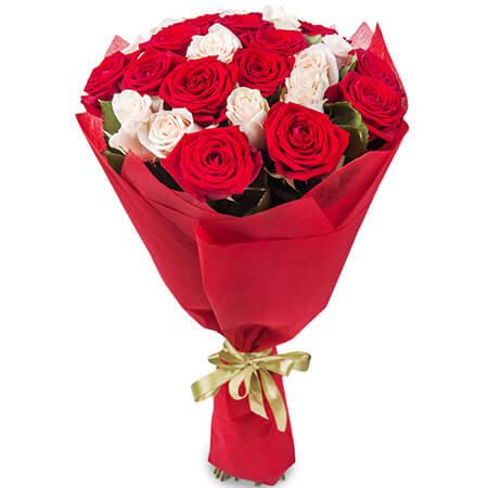 Букет 21 красная и белая роза