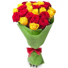 Букет 21 красная и жёлтая роза