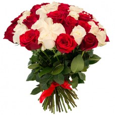 Букет 65 красных и белых роз