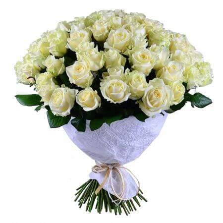 Букет 101 белая роза с оформлением
