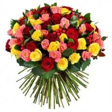 Букет 101 роза микс с зеленью