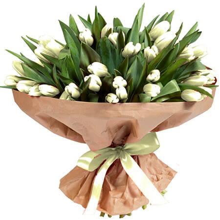 Букет 101 белый тюльпан в крафте