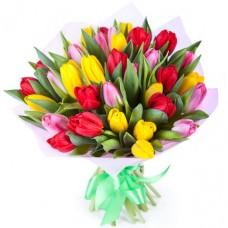 Букет 35 тюльпанов микс с оформлением