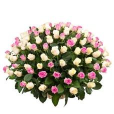 Корзина 125 белых и розовых роз