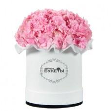 Розовые гортензии в шляпной коробке