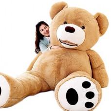 Огромный косолапый медведь